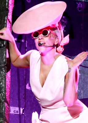 File:The Born This Way Ball Tour Fashion of His Love 008.jpg
