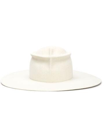 File:Gladys Tamez - Horoscope hat.jpeg