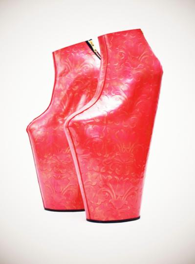File:Noritaka-tatehana-lady-vase-platform-shoes-profile.png