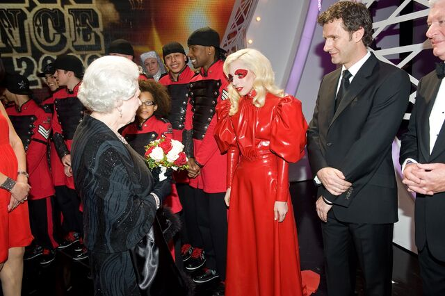 File:12-8-09 At Royal Variety 001.jpg