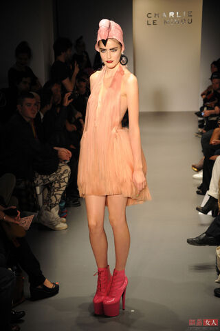 File:Charlie Le Mindu - Spring-Summer 2011 RTW Collection 001.jpg