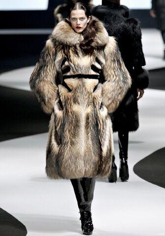 File:Viktor & Rolf Fall Winter 2012 oversized fur coat with black wool inserts.jpg