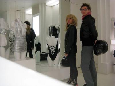 File:2-14-08 Shopping in Manhattan 001.jpg