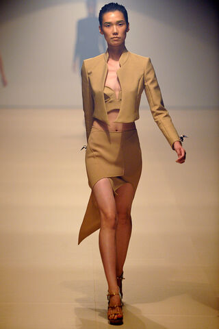 File:Mugler - Spring-Summer 2012 RTW Collection 002.jpg