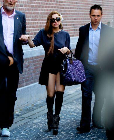 File:8-20-12 Leaving Hotel In Amsterdam 001.jpg