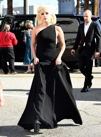 File:9-20-15 Arriving at 67th Primetime Emmy Awards at Microsoft Theater in LA 001.jpg