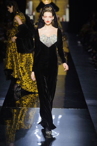 File:Jean Paul Gaultier - Haute Couture - Fall 2014 Collection 001.jpg