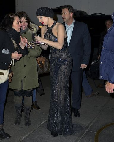 File:11-12-13 With fans in NYC 003.jpg