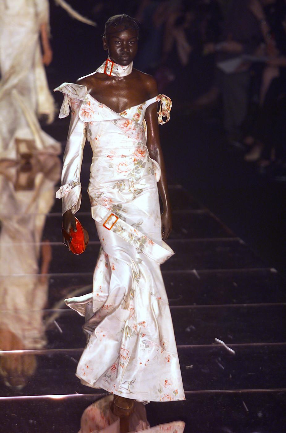 File:John Galliano Fall - 2001 Collection 001.jpg