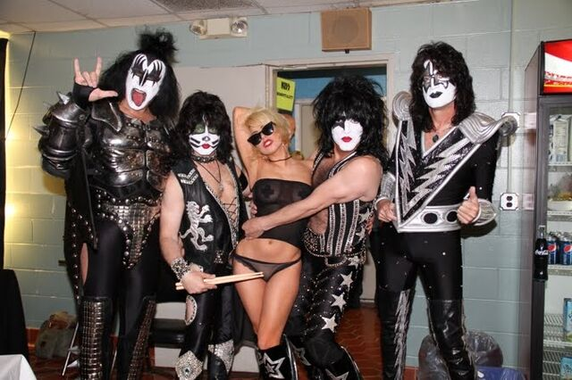 File:8-20-10 At Kiss concert in New Jersey 003.jpg