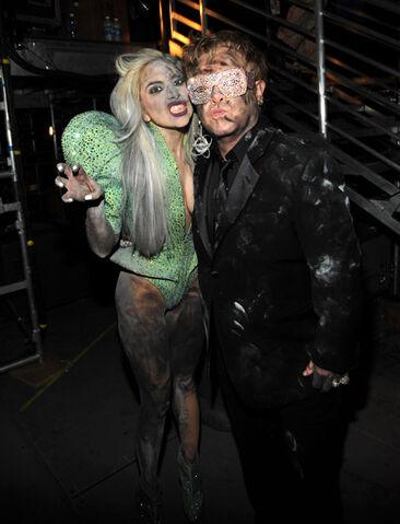 File:1-31-10 Grammy Awards Backstage 002.jpg