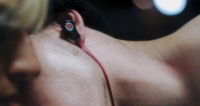 File:LoveGame music video scene 02 002.jpg