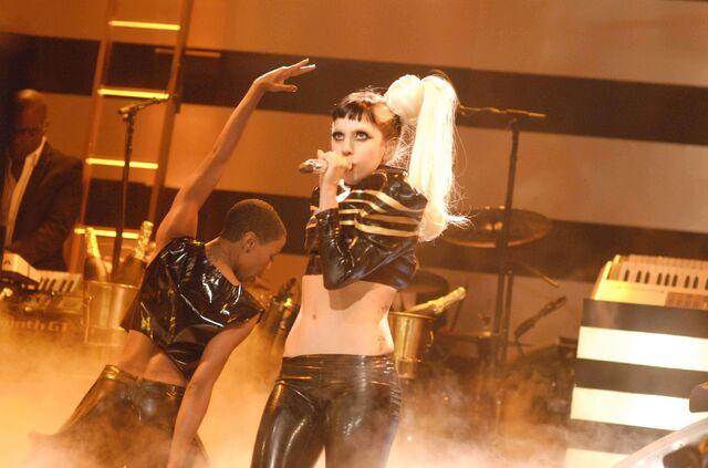 File:5-19-11 SNL Born This Way 004.jpg