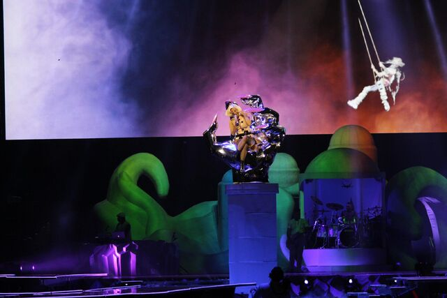 File:10-7-14 Do What U Want artRAVE 001.jpg