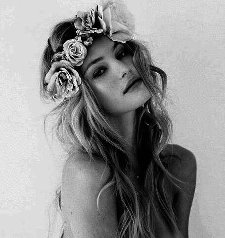 File:Blonde-boho-flower-crown-girl-Favim.com-1436006.jpg