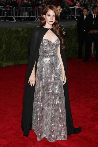 File:LANA-Del-REY-at-Metropolitan-Museum-of-Art's-Costume-Gala-2012-in-New-York-4.jpg