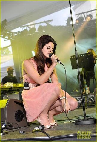 File:Lana-del-rey-house-festival-03.jpg