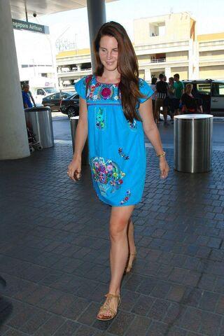 File:Lana-del-rey-at-lax-airport-in-los-angeles-2208 1.jpg