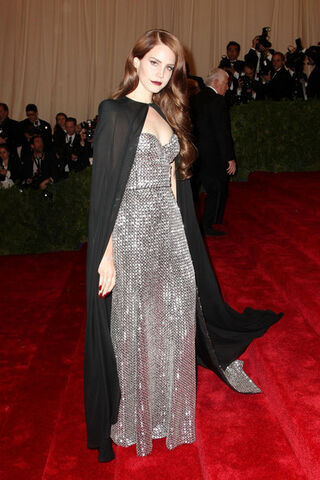 File:Jessica+Alba+shines+red+carpet+Met+Gala+Metropolitan+z870Zkvyg2El.jpg