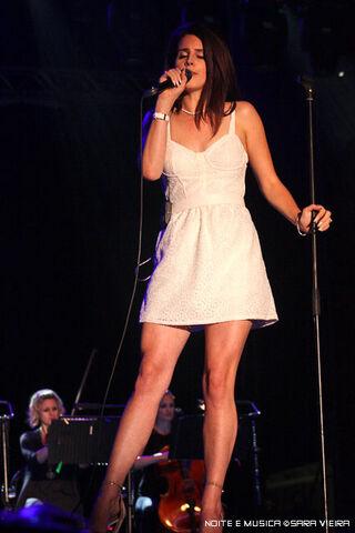 File:Lana-del-rey-white-eyelet-dress.jpg