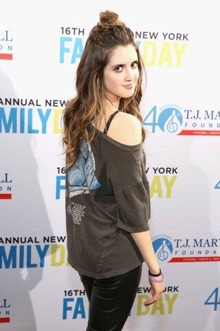 File:Laura at the 16th annual New York Family Day (4).jpg