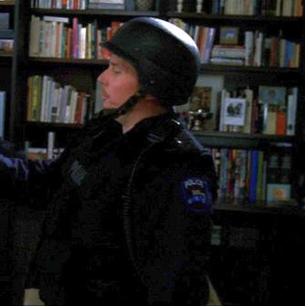 File:L&O- ESU officer (Ed Bogdanowicz) in S15E24 Locomotion.png