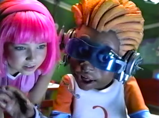 File:Nick Jr. LazyTown Pixel and Stephanie 21 - Pilot.png