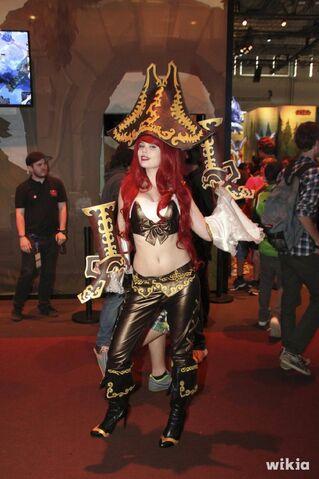 File:JAlbor Miss Fortune Gamescom Cosplay 1.jpg