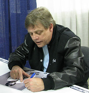 File:Mark Hamill signingautographs.PNG