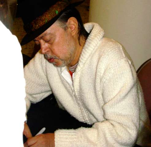 File:Chuck Mangione signing autographs.PNG