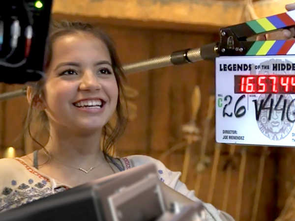 File:Isabella-on-the-set-of-her-new-movie-4x3.jpg