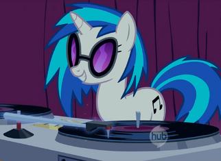 DJ Pon-3 at work S01E14