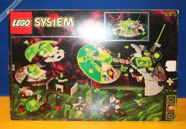 File:Alien Avenger LEGO 6975-131-1-.jpg