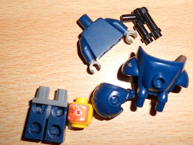 File:Space Marine Parts-2.JPG