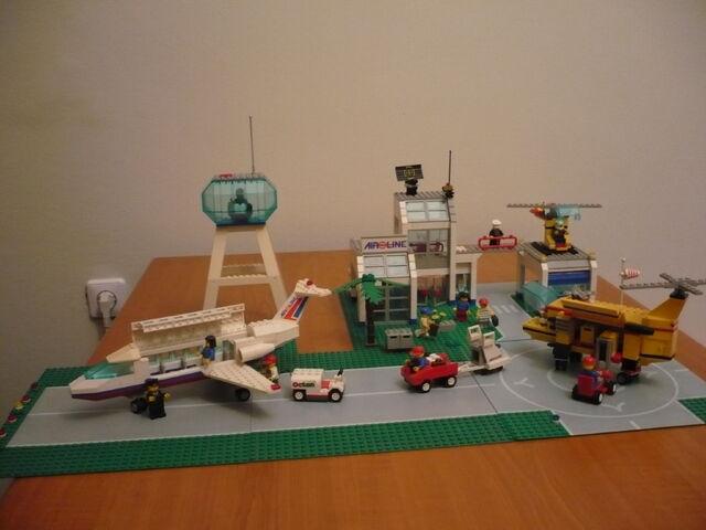 File:Airport 6597 century skyway.jpg