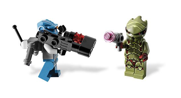 File:Buggoid vs BlueRobot.jpg