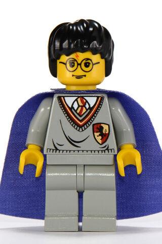 File:Harrypurplecape.jpeg