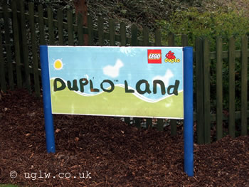 DUPLO LAND sign