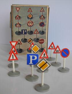 LEGO 489 TRAFFIC SIGNS 01