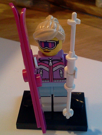 File:Female Skier S8.png