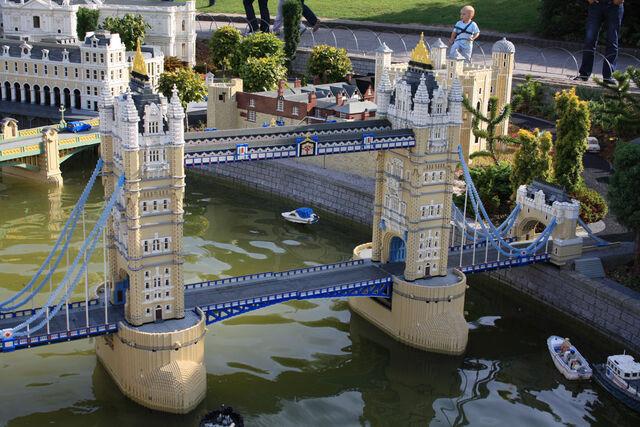 File:Legoland-Towerbridge.jpg