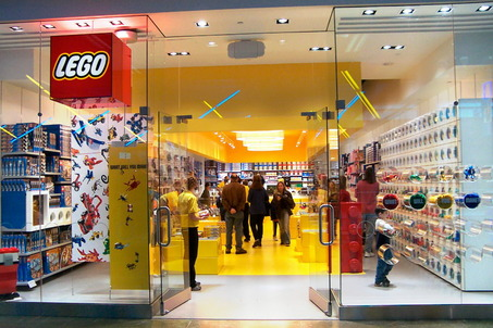 Lego retail store brickipedia fandom powered by wikia for Lago store outlet