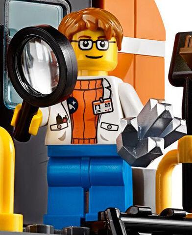 File:60062 Scientist.jpg