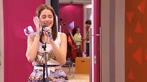 File:Vilu singing podemos .jpg