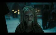 Les-miserables-screenshot-young-cosette
