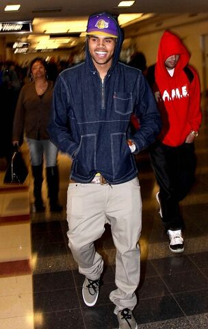 File:Chris-brown-levis-opening-ceremony-denim-popover-hooodie-jt2.jpg