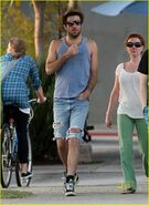 Zachary-quinto-ripped-jeans-13
