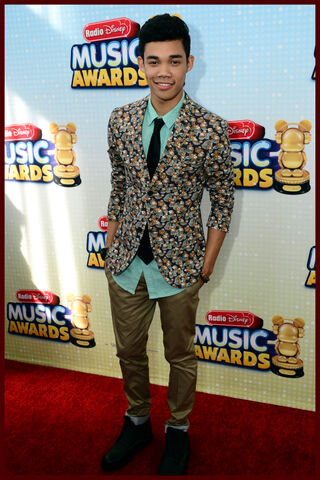 File:Radiodisney-musicawards-carpet-067.jpg
