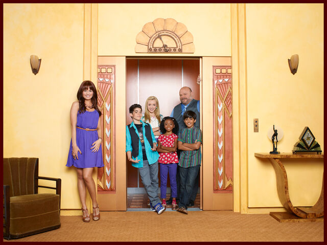 File:Jessie cast - Season 2.jpg