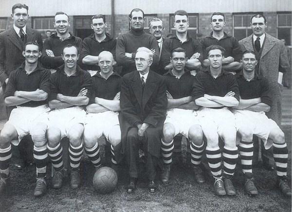 File:LiverpoolSquad1938-1939.jpg